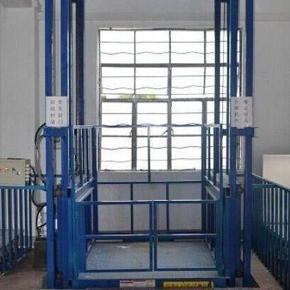 郑州工地购买导轨式升降机案例